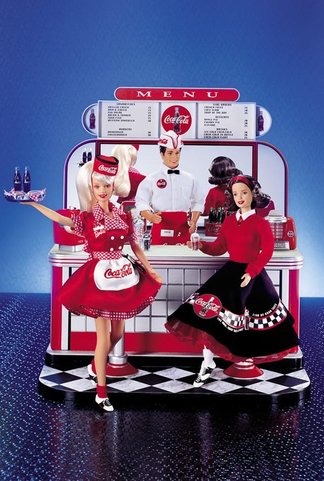 Barbie y su amor por Coca Cola