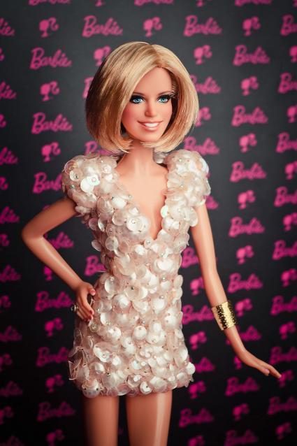 206623-preview-mattel-gmbh-barbie-unikat-fuer-sylvie-van-der-vaart-auf-der-nuernberger-spielwarenmesse-wurde-lebensfreude-und-stil-mit-einer-eigenen-one-of-a-kind-ba1