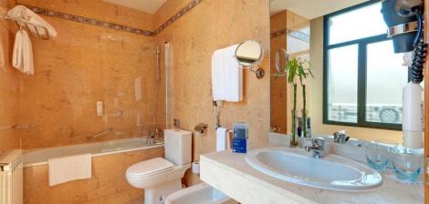 10btrypatocha-bathroom