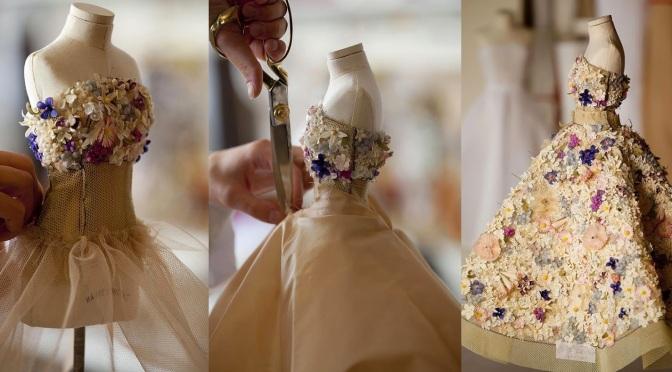 Le Petit Théâtre Dior, la exposición de vestidos en miniatura que todos querríamos visitar