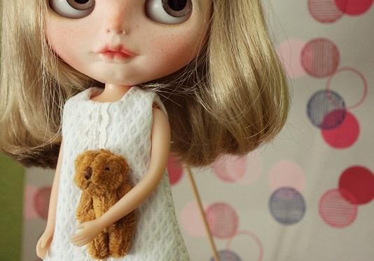 Tutorial: cómo sujetar a una Blythe para hacerle fotos y que no se caiga