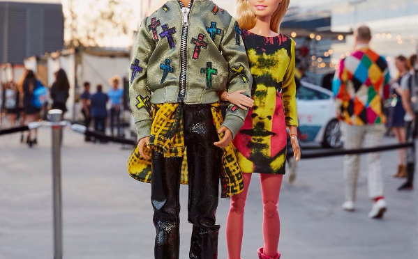 MOSCHINO contraataca, ¿qué significa esto, Barbie?