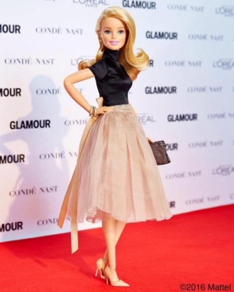 barbie-posando-en-los-premios-glamour