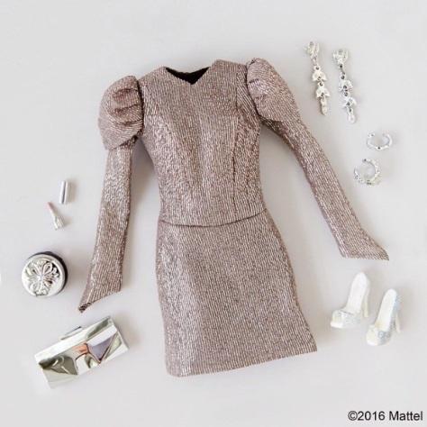 barbie-vestido-plateado-2