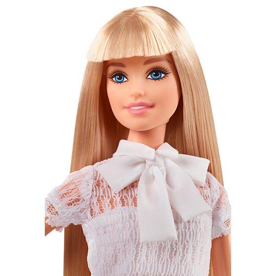 ¡Ya era hora! Barbie no solo felicita a las madres de bebés niñas