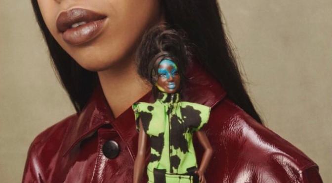 6 diseñadores británicos visten a Barbie