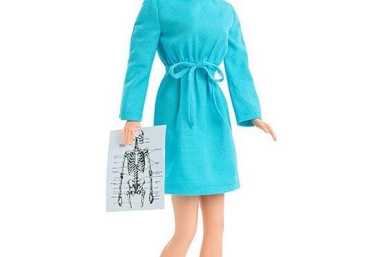 El homenaje de Barbie a los sanitarios